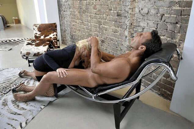 Junge Nichte beim Schwanz lutschen mit dem älteren Onkel auf perverse Inzucht Pornobilder